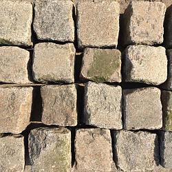 V64, Natuursteen, Zweeds Graniet genuanceerd